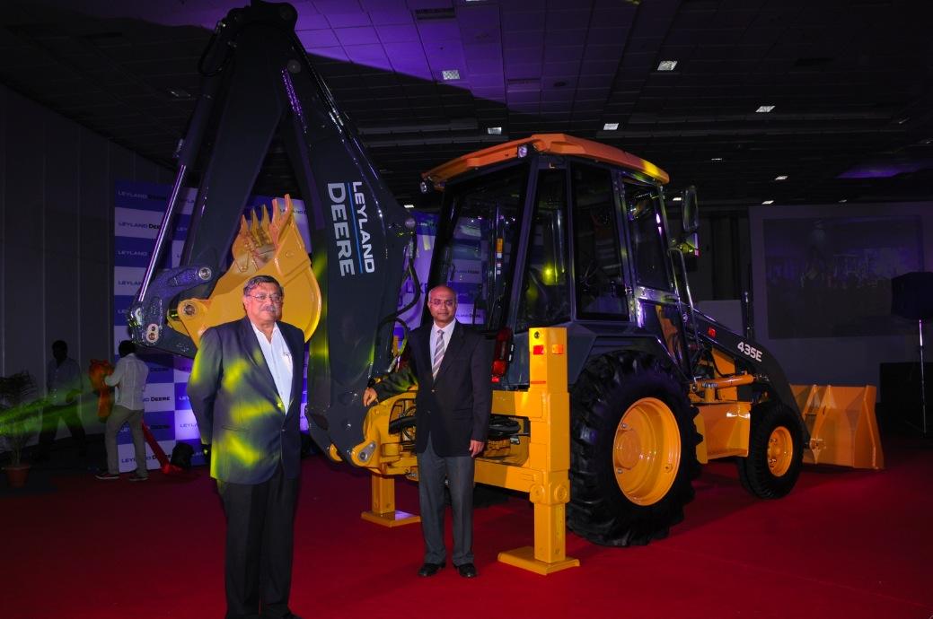 Mr. P. Ravishankar, CEO - Ashok Leyland John Deere Construction Equipment Company Pvt. Ltd & , Dr. V. Sumantran, Chairman, Ashok Leyland John Deere with the 435E Backhoe Loader (BHL)