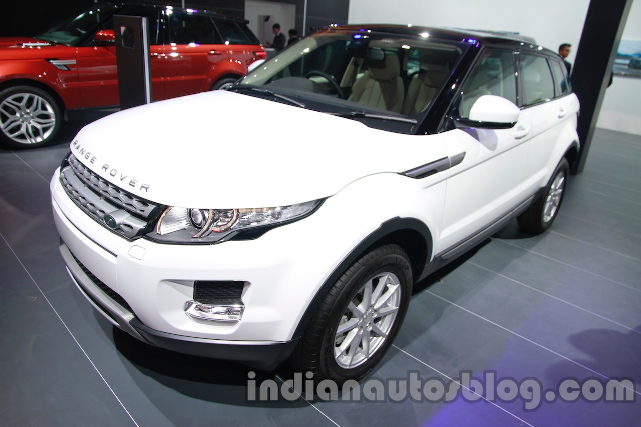 Range Rover Evoque 9-speed front three quarters right at Auto Expo 2014