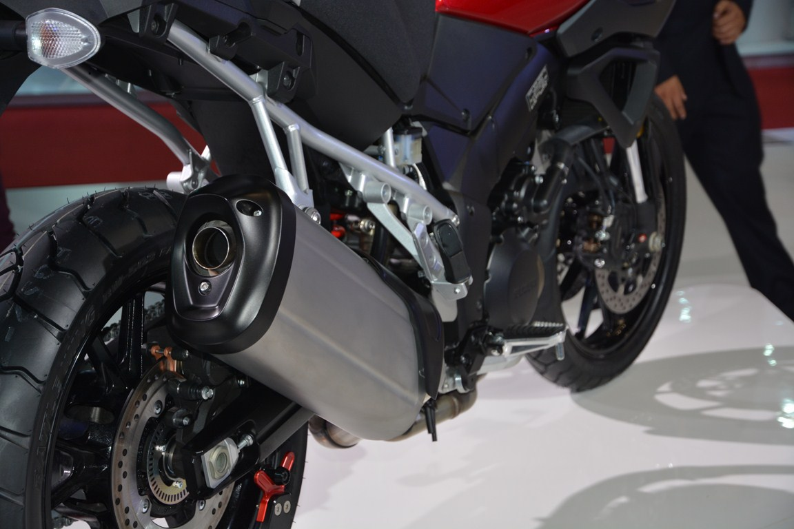 Suzuki V-Strom 1000 ABS tailpipe from Auto Expo 2014