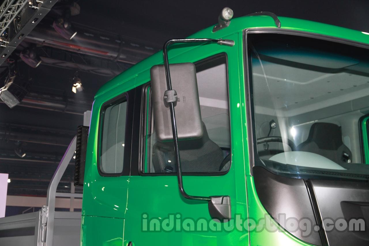 Tata Prima CX 1618 window