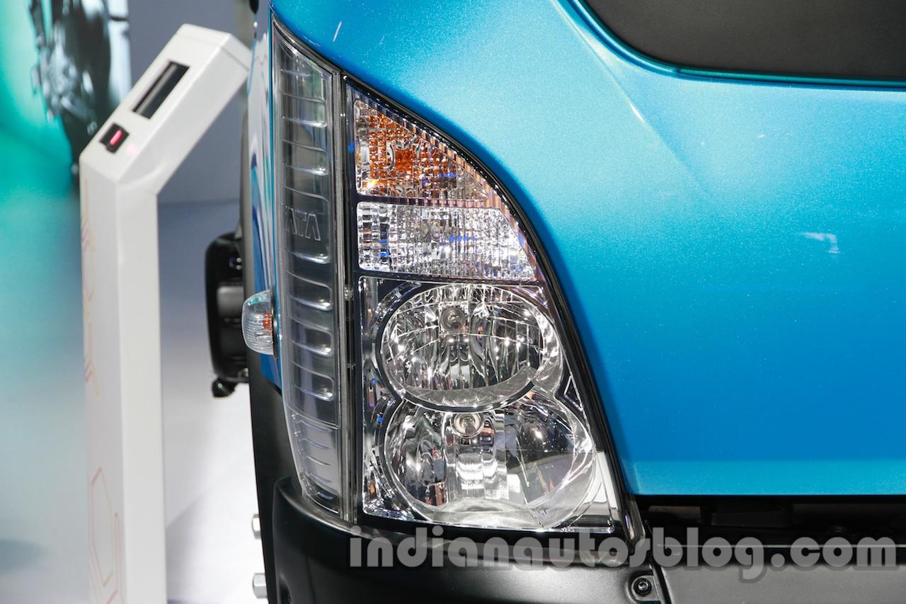 Tata Ultra 614 headlamp at Auto Expo 2014