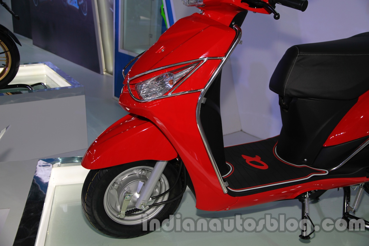 Yamaha Alpha with accessories Auto Expo front guard