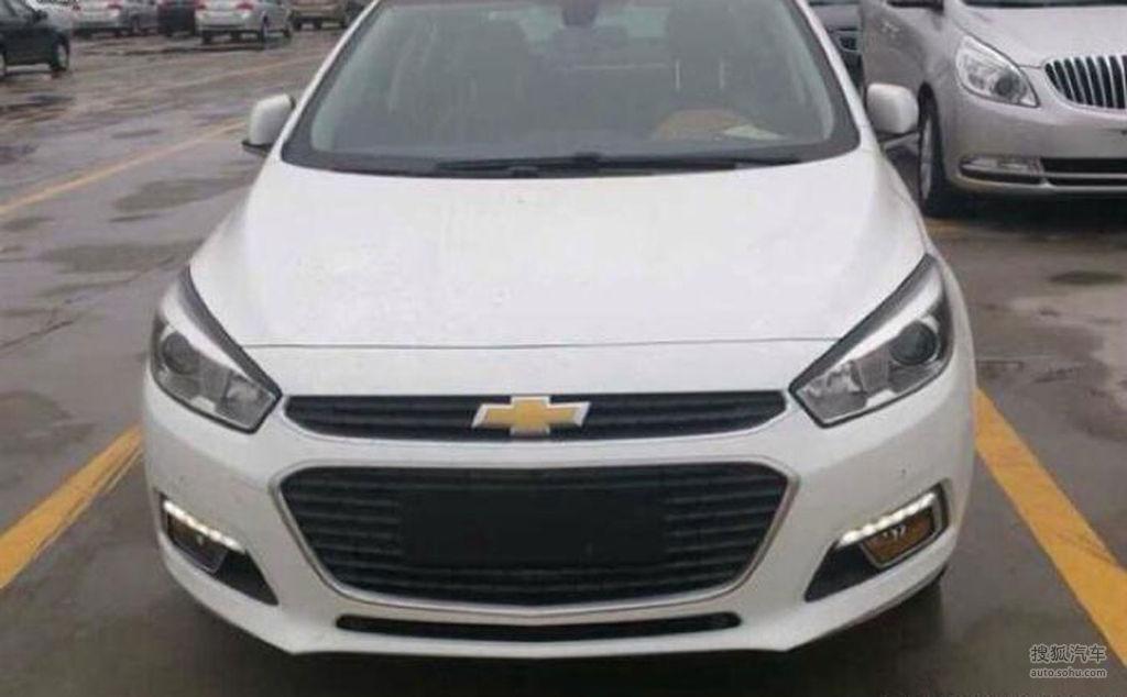 2015 Chevrolet Cruze front spyshot
