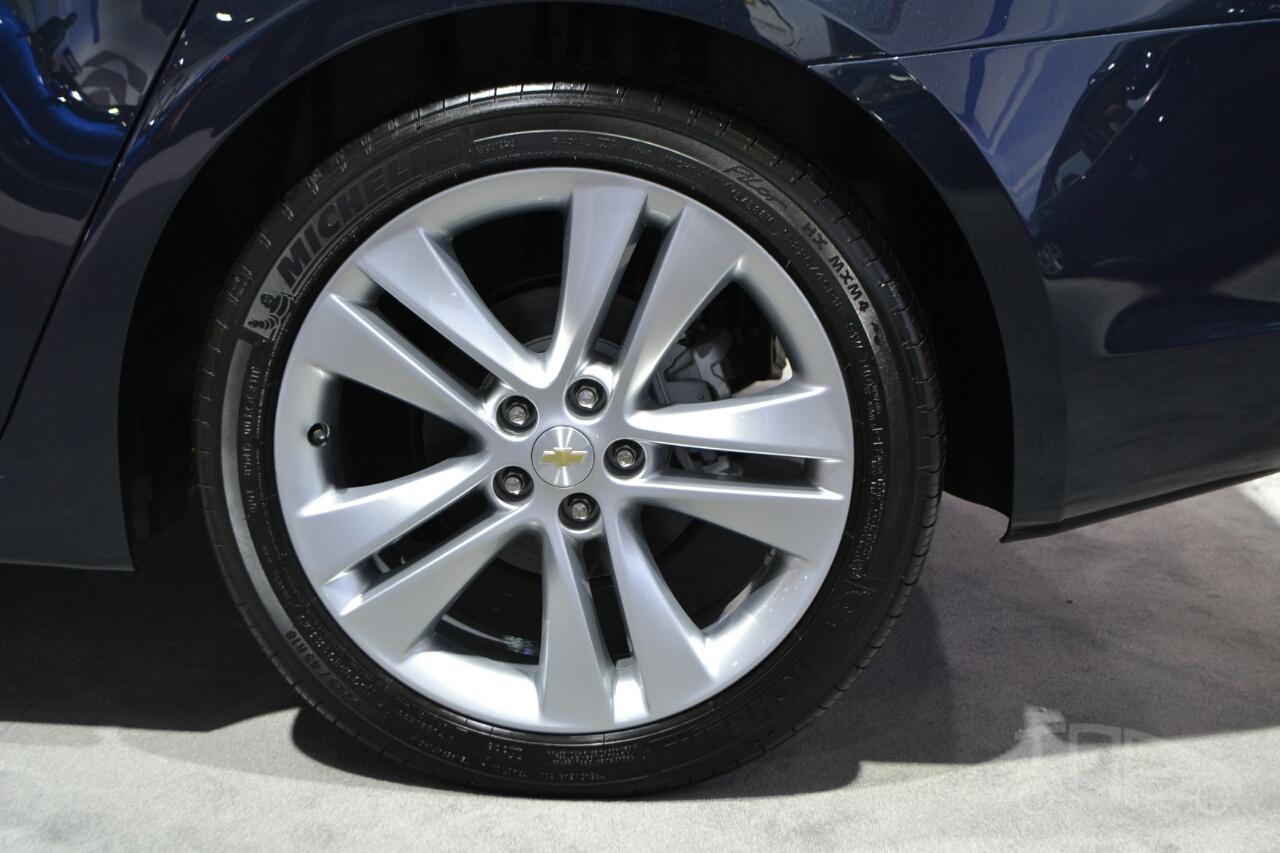 2015 Chevrolet Cruze at 2014 New York Auto Show - wheel