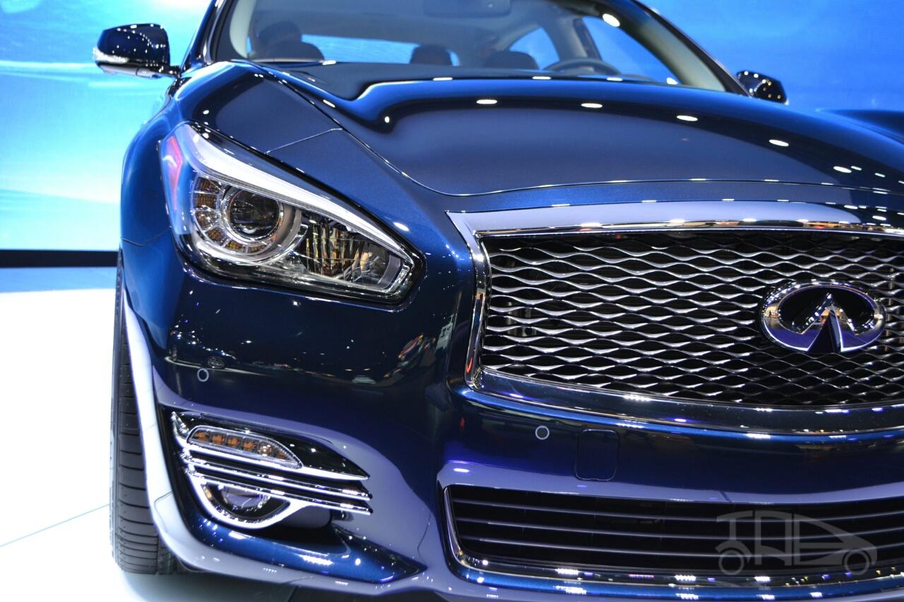 2015 Infiniti Q70L at 2014 NY Auto Show headlight