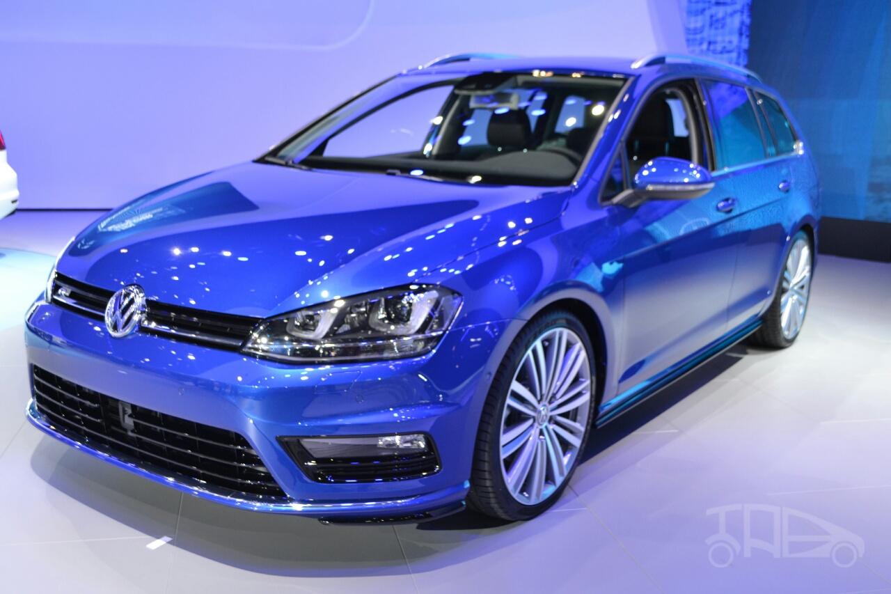 2015 VW Golf Sportwagen at 2014 NY Auto Show front quarter