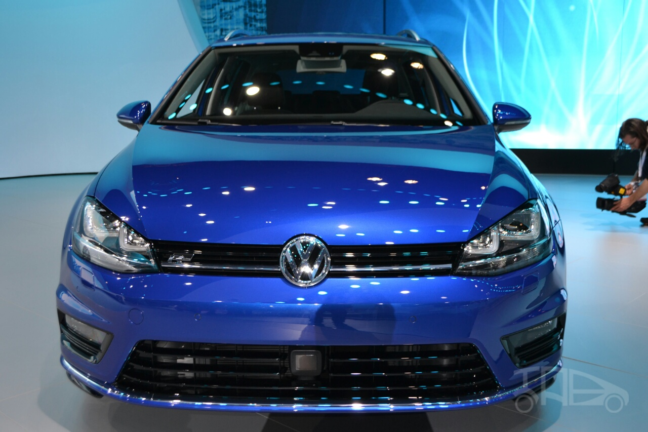 2015 VW Golf Sportwagen at 2014 NY Auto Show front