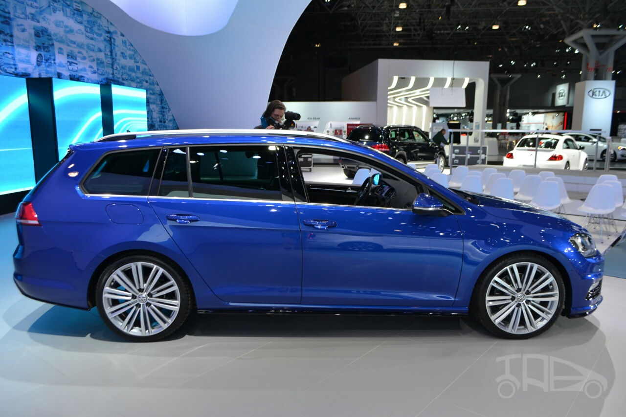 2015 VW Golf Sportwagen at 2014 NY Auto Show side