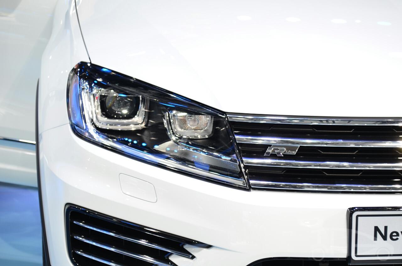2015 VW Touareg headlamp at Auto China