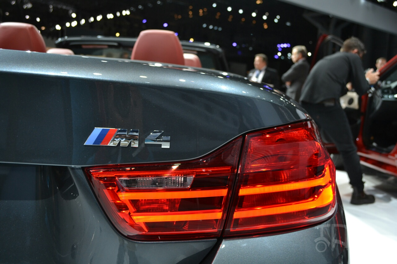 BMW M4 Convertible at 2014 New York Auto Show - logo