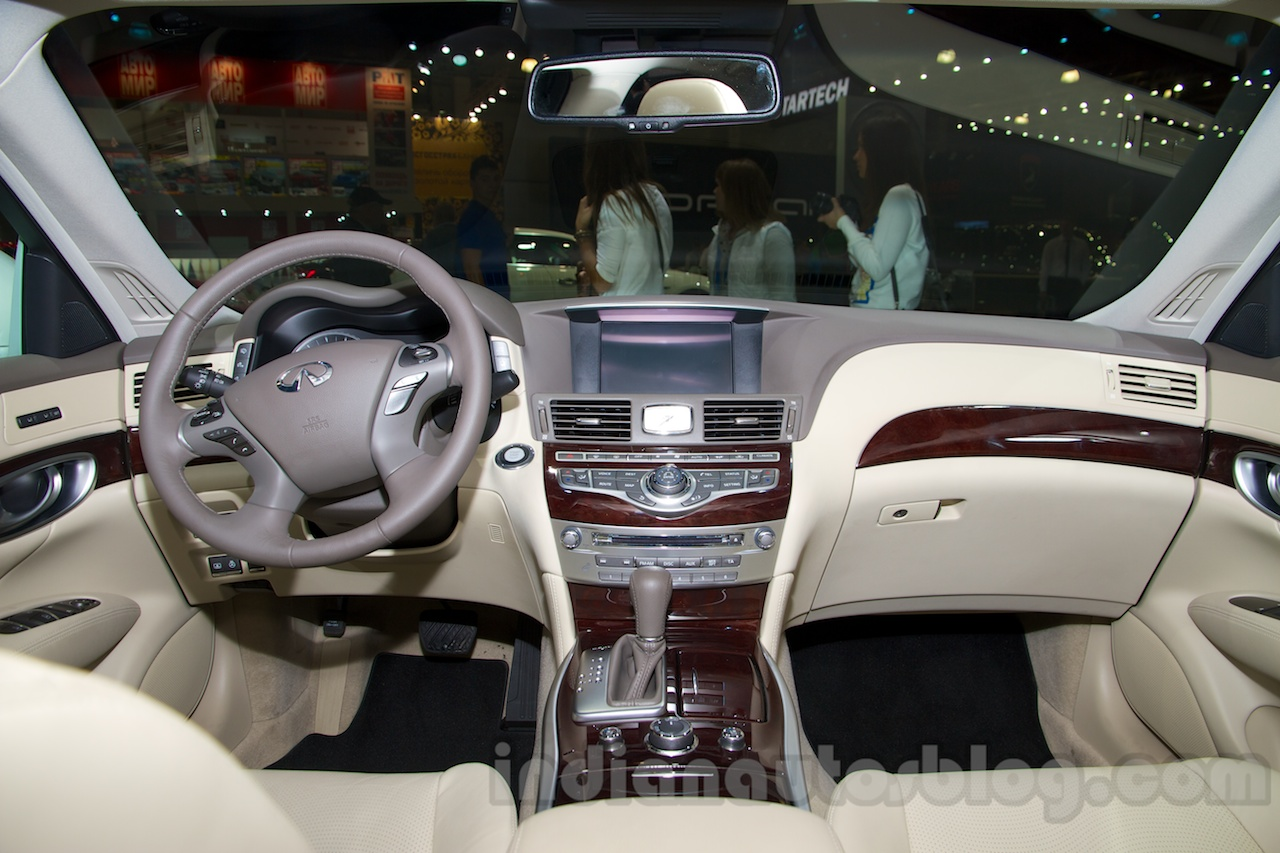 Infiniti Q70 dashboard at Moscow Motor Show 2014