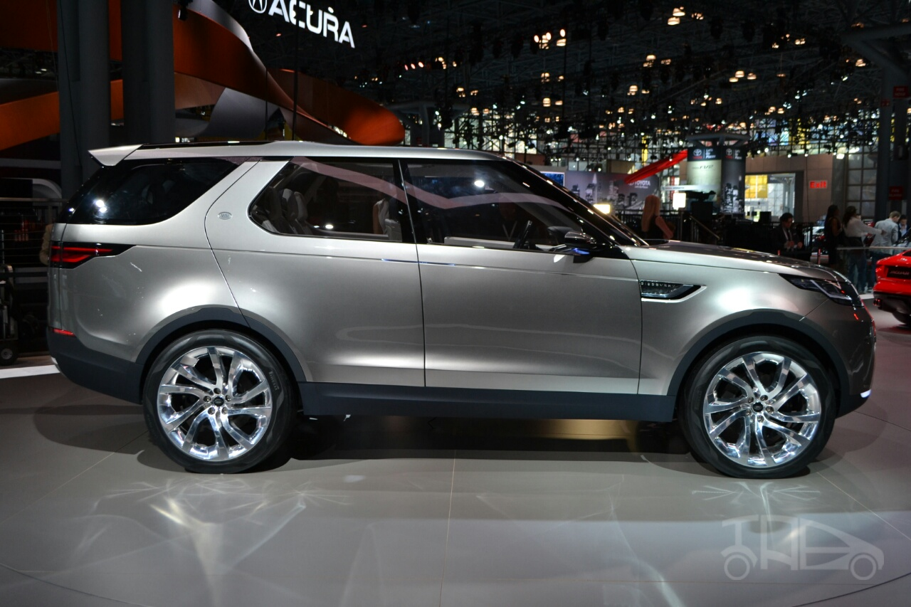 Land Rover Discovery Vision concept at 2014 NY auto show side