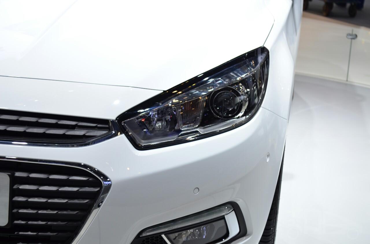 New Chevrolet Cruze headlamp at Auto China 2014