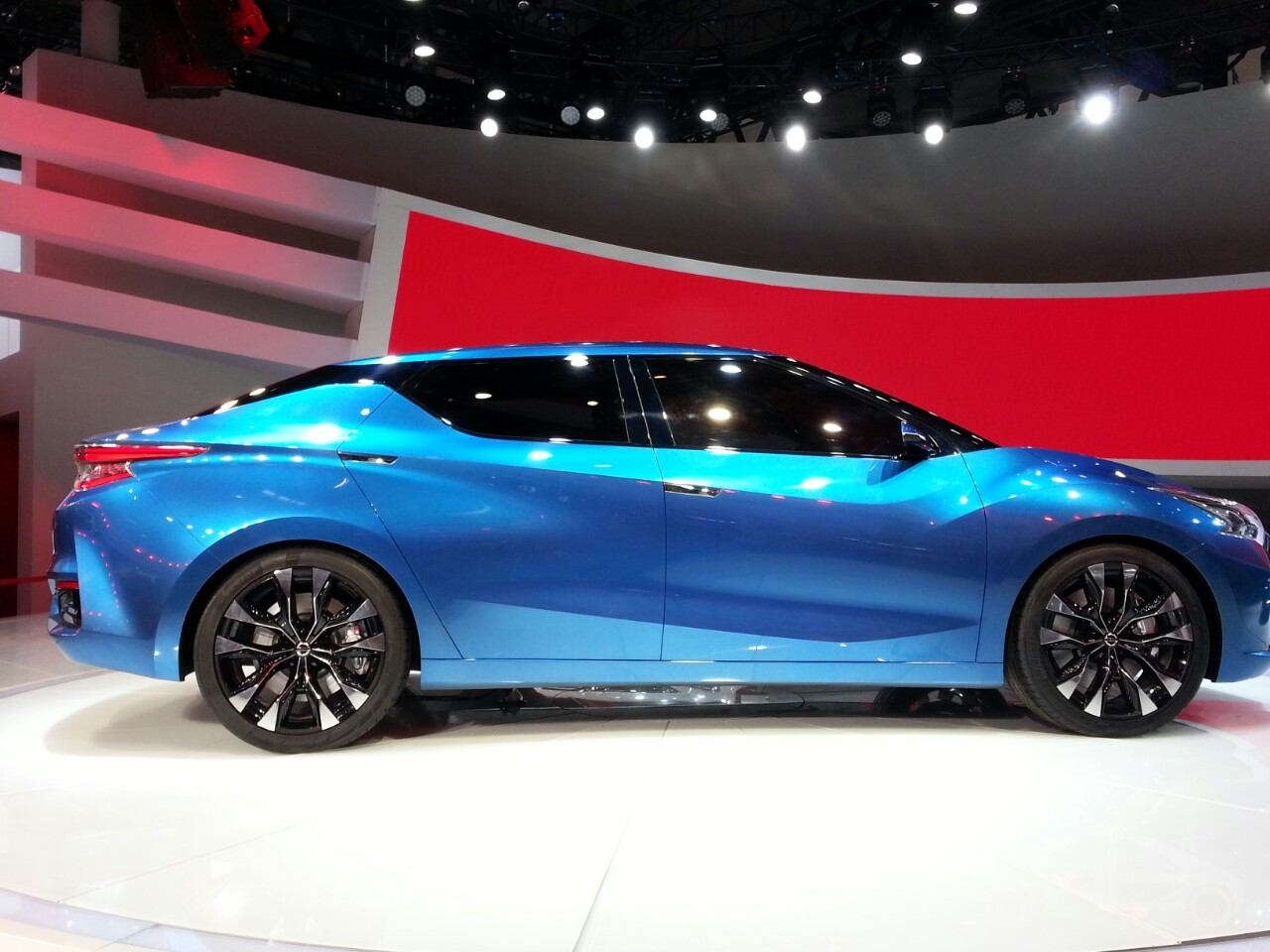 Nissan Lannia concept at 2014 Beijing Auto Show - side profile