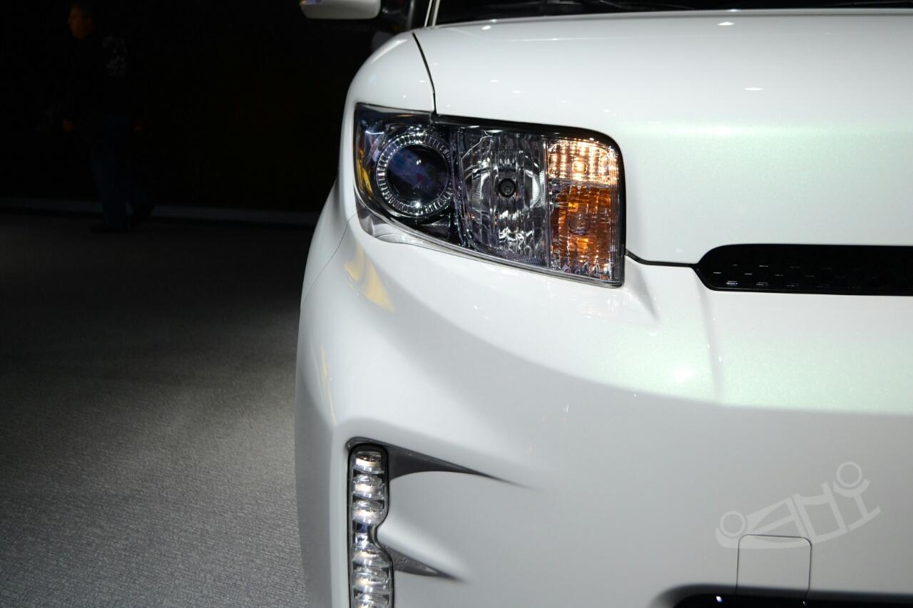 Scion xB Release Series 10.0 at 2014 NY Auto Show headlight