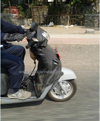 Spied Mahindra G101 110 cc scooter front