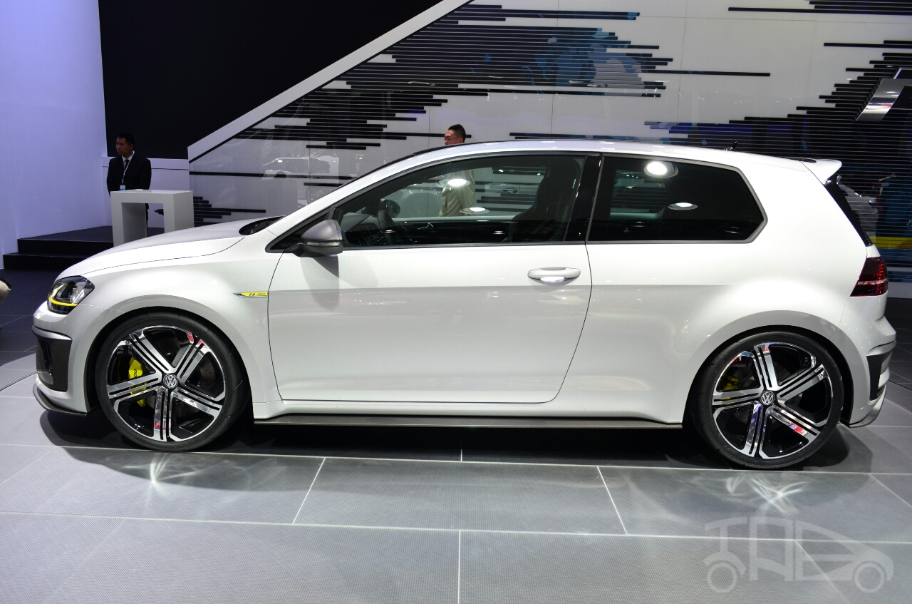 Volkswagen Golf R 400 concept side