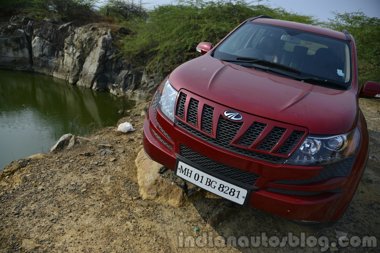 2014 Mahindra XUV500 Review grille and lights