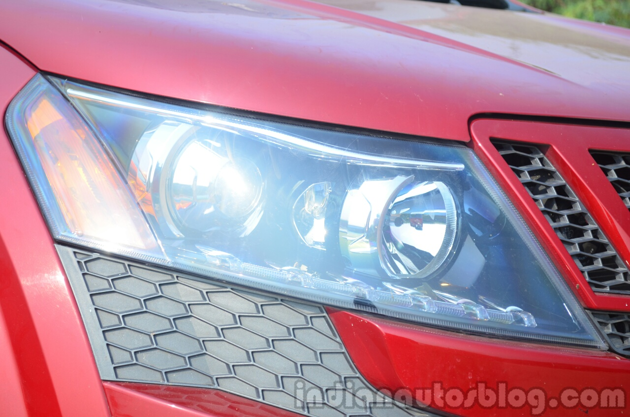 2014 Mahindra XUV500 Review headlight
