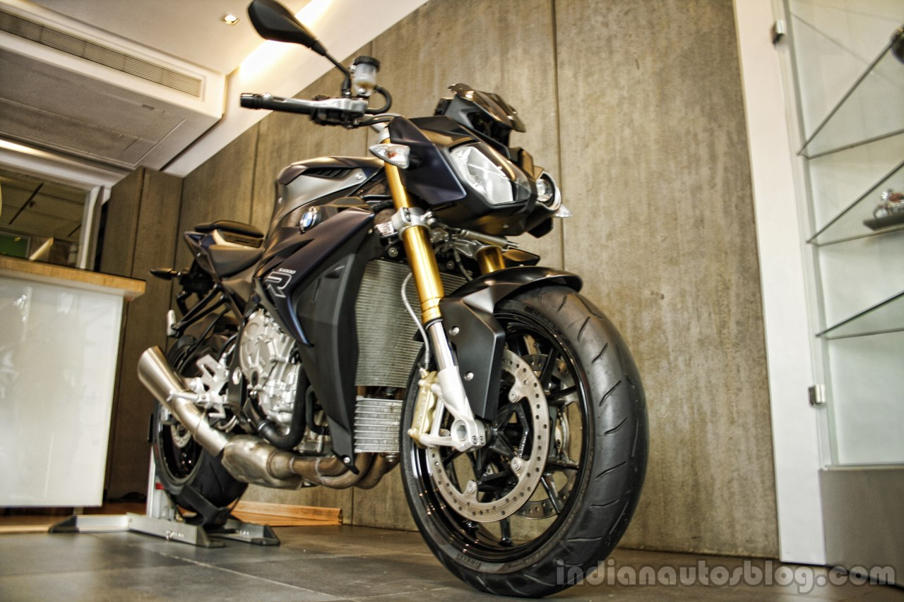 BMW S1000R front three quarters view India launch.JPG