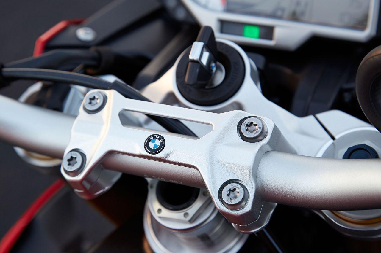 BMW S1000R press image handlebar
