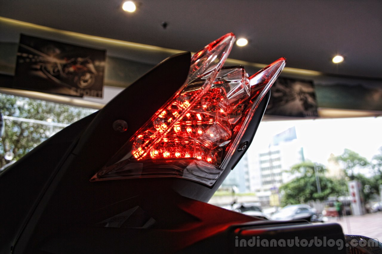 BMW S1000R taillamp glow India launch.JPG