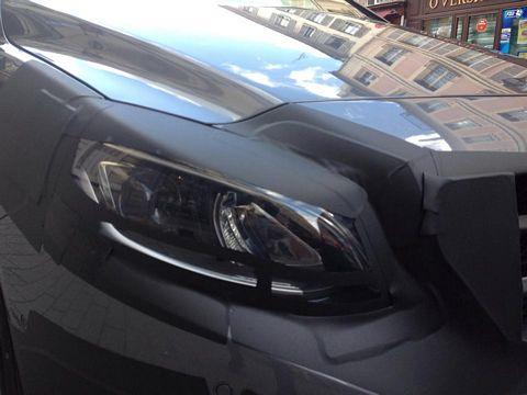 Mercedes-Benz B-Class headlamp spyshot