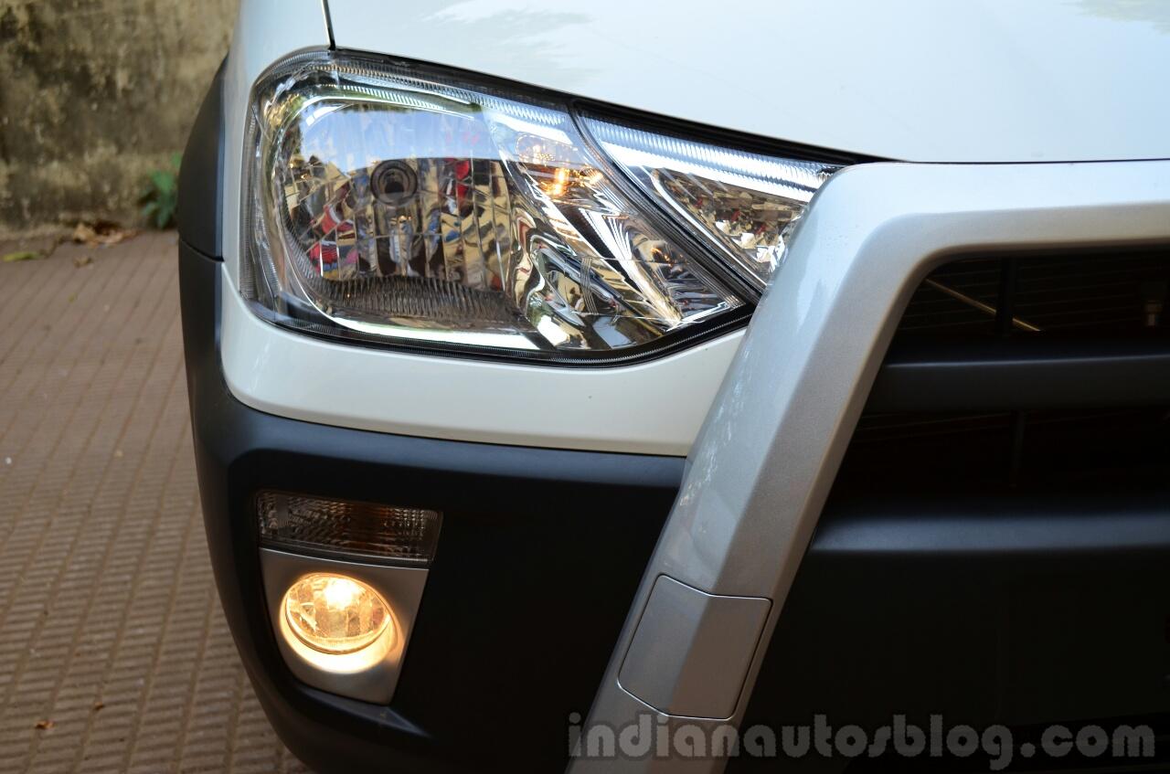 Toyota Etios Cross Review foglights