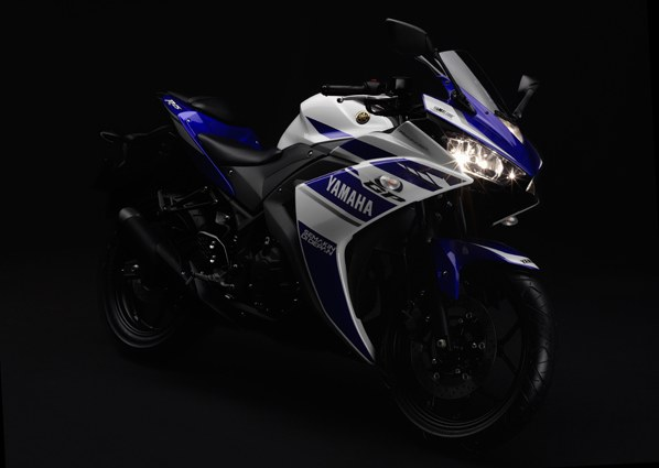 Yamaha YZF-R25 front three quarters low res official image