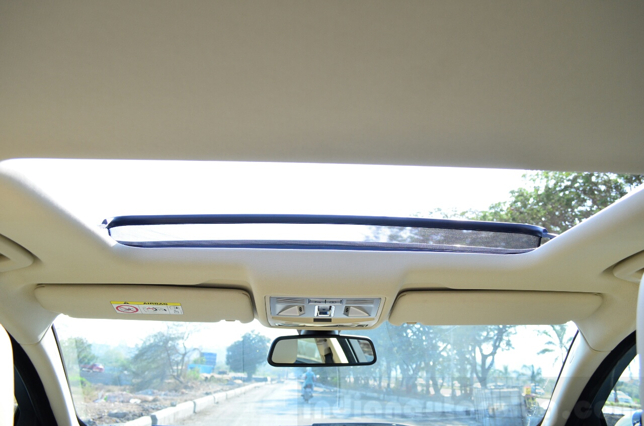 Jaguar XF 2.0L Petrol Review sunroof