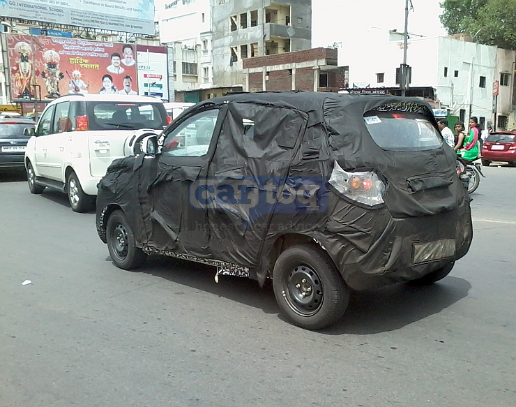 Mahindra S101 spied with Quanto rear quarter