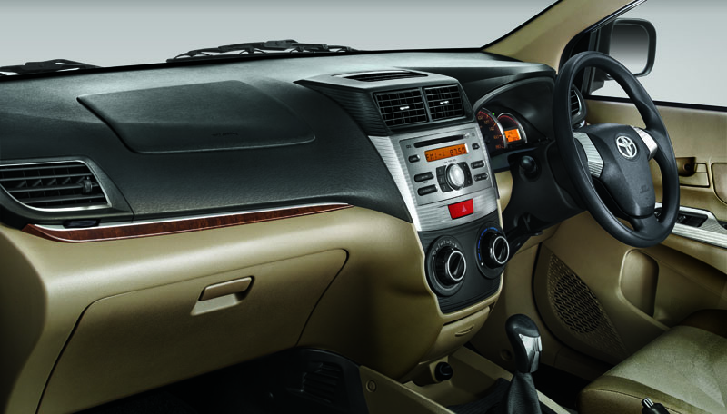 Toyota Avanza Luxury dashboard