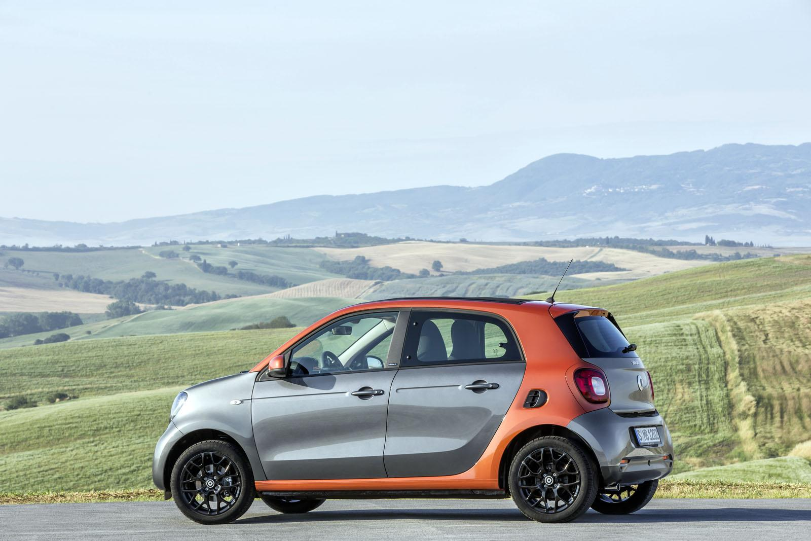 2015 Smart ForFour press shots side angle