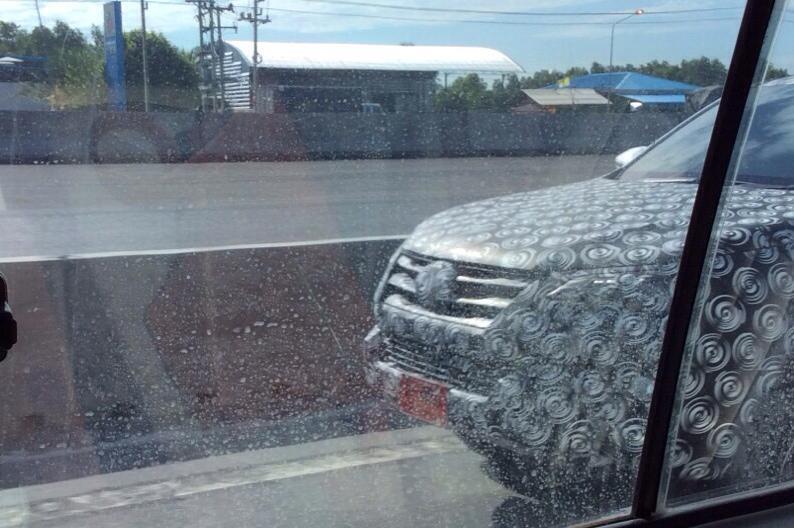 2016 Toyota Fortuner spied in Thailand front fascia