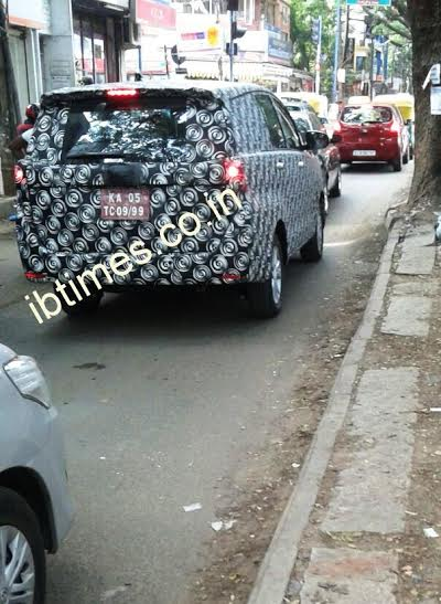 2016 Toyota Innova spied Bangalore