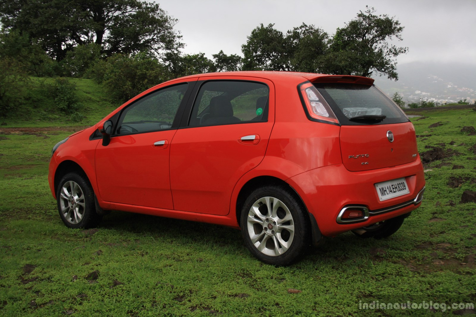 review fiat punto evo sport 90 hp diesel. Black Bedroom Furniture Sets. Home Design Ideas