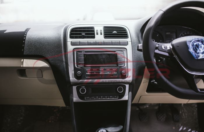 VW Polo facelift spied dashboard