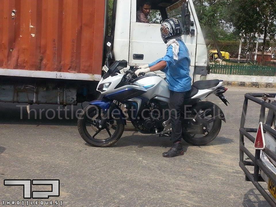 Yamaha Fazer FI V2.0 spied rear side