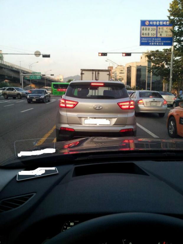 Hyundai ix25 silver spied in South Korea with illuminated taillights