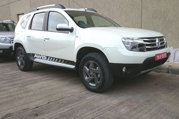 Renault Duster AWD front quarter