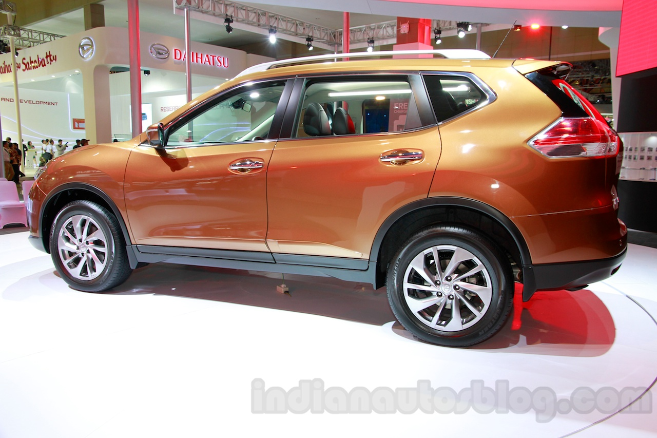 2014 Nissan X-Trail at the 2014 Indonesia International Motor Show profile
