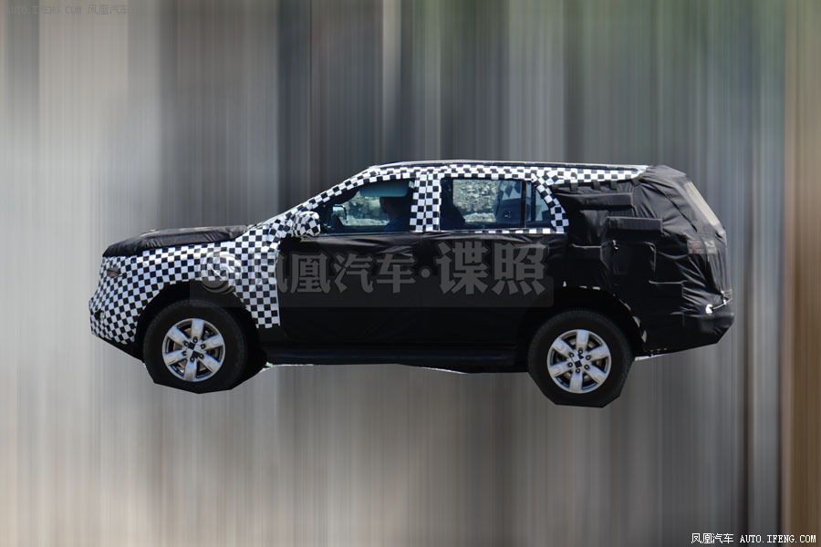 2015 Ford Endeavour side view Chinese spyshot