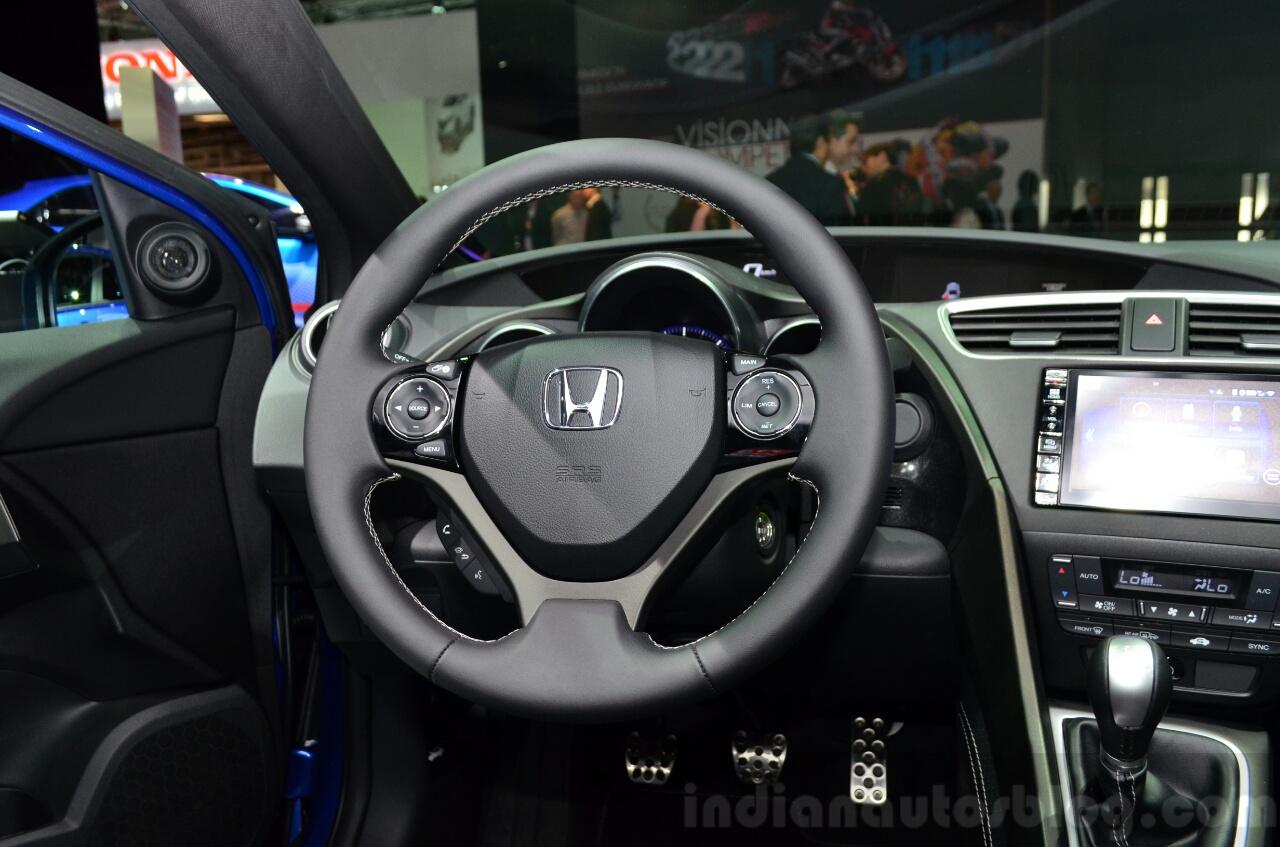 2015 Honda Civic Tourer facelift steering wheel at the 2014 Paris Motor Show