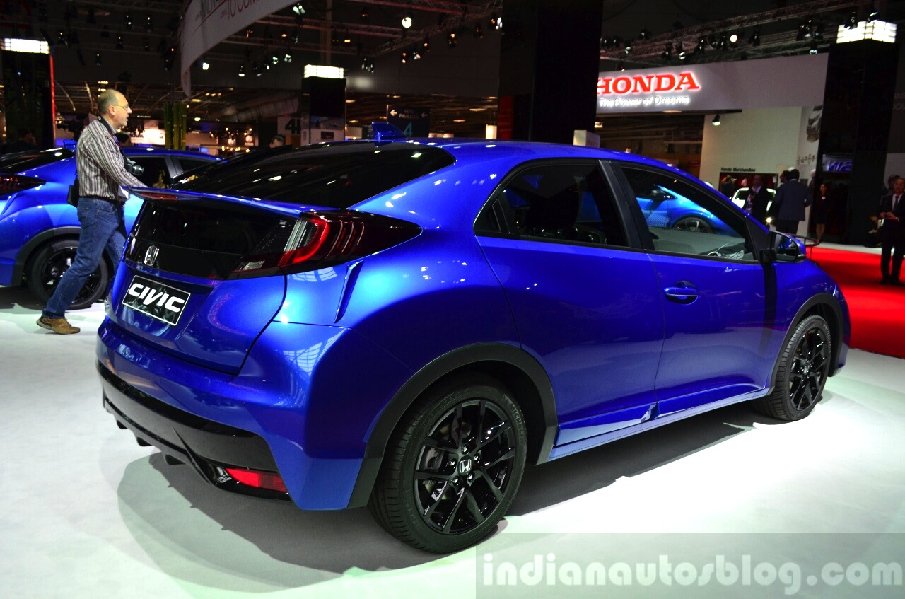 2015 Honda Civic facelift rear three quarters at the 2014 Paris Motor Show