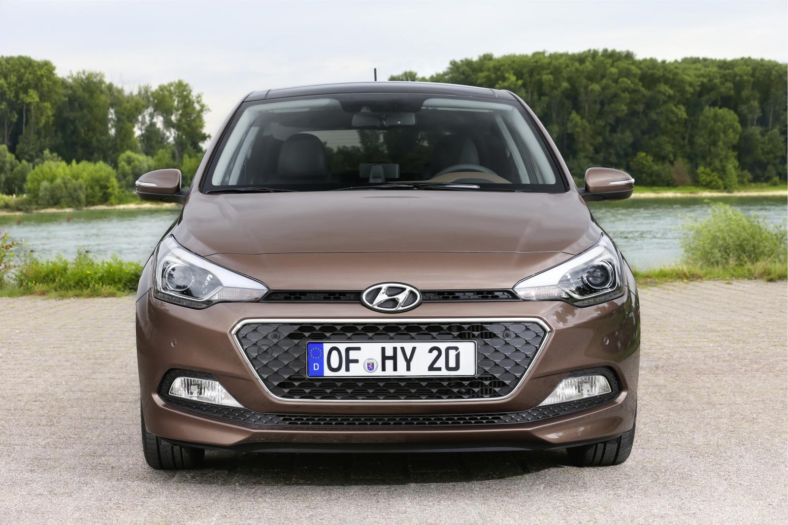 2015 Hyundai i20 Europe press shot front