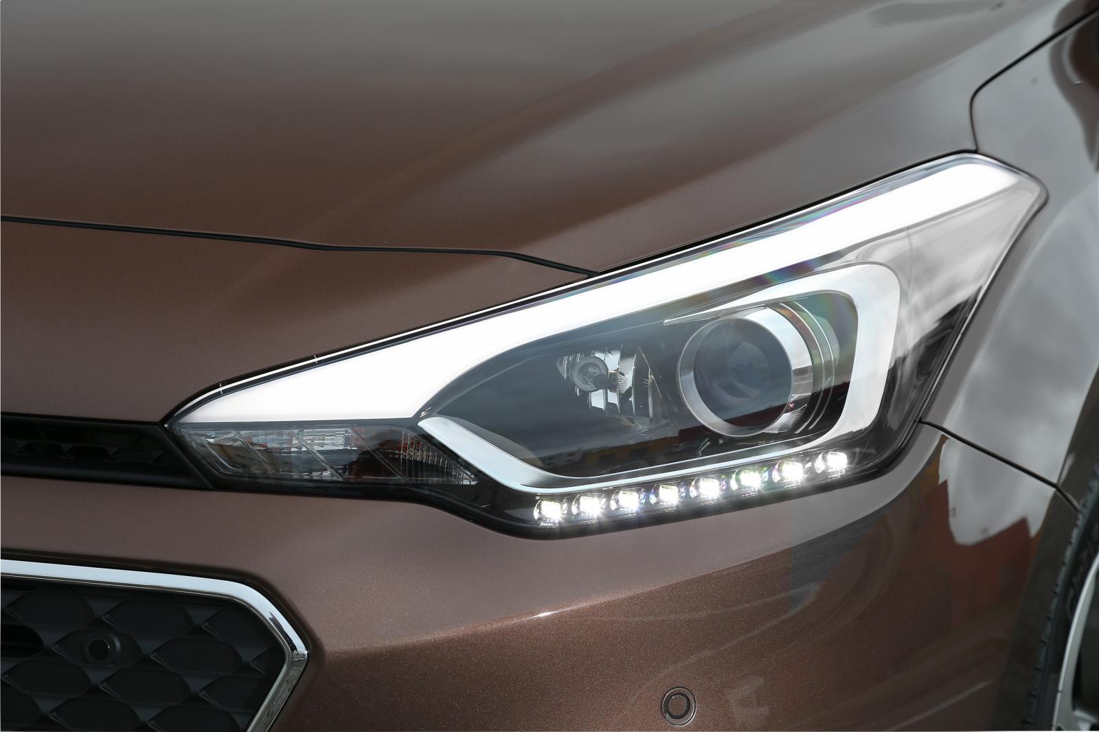 2015 Hyundai i20 Europe press shot headlight