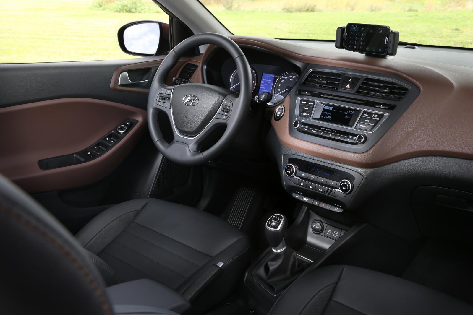 2015 Hyundai i20 Europe press shot steering