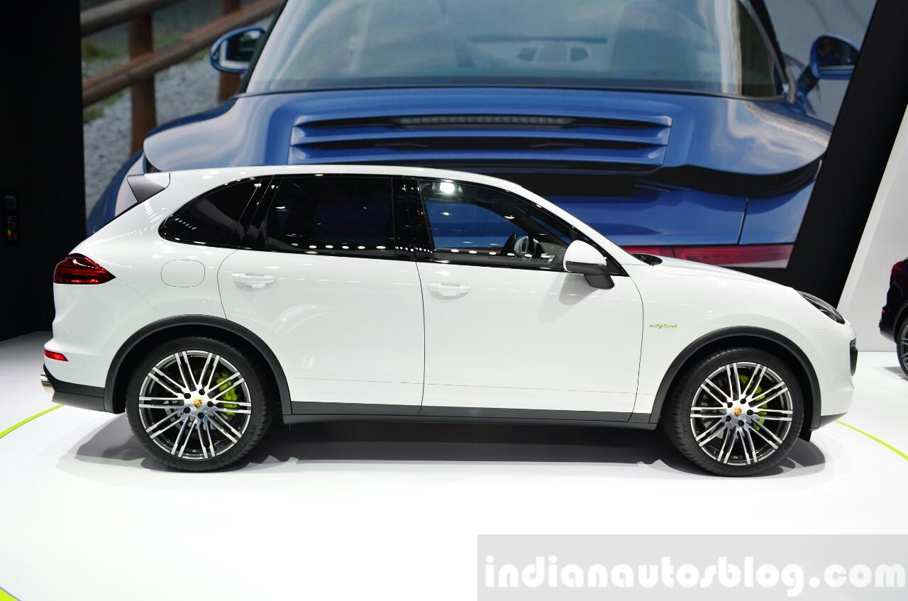 2015 Porsche Cayenne S E-Hybrid side