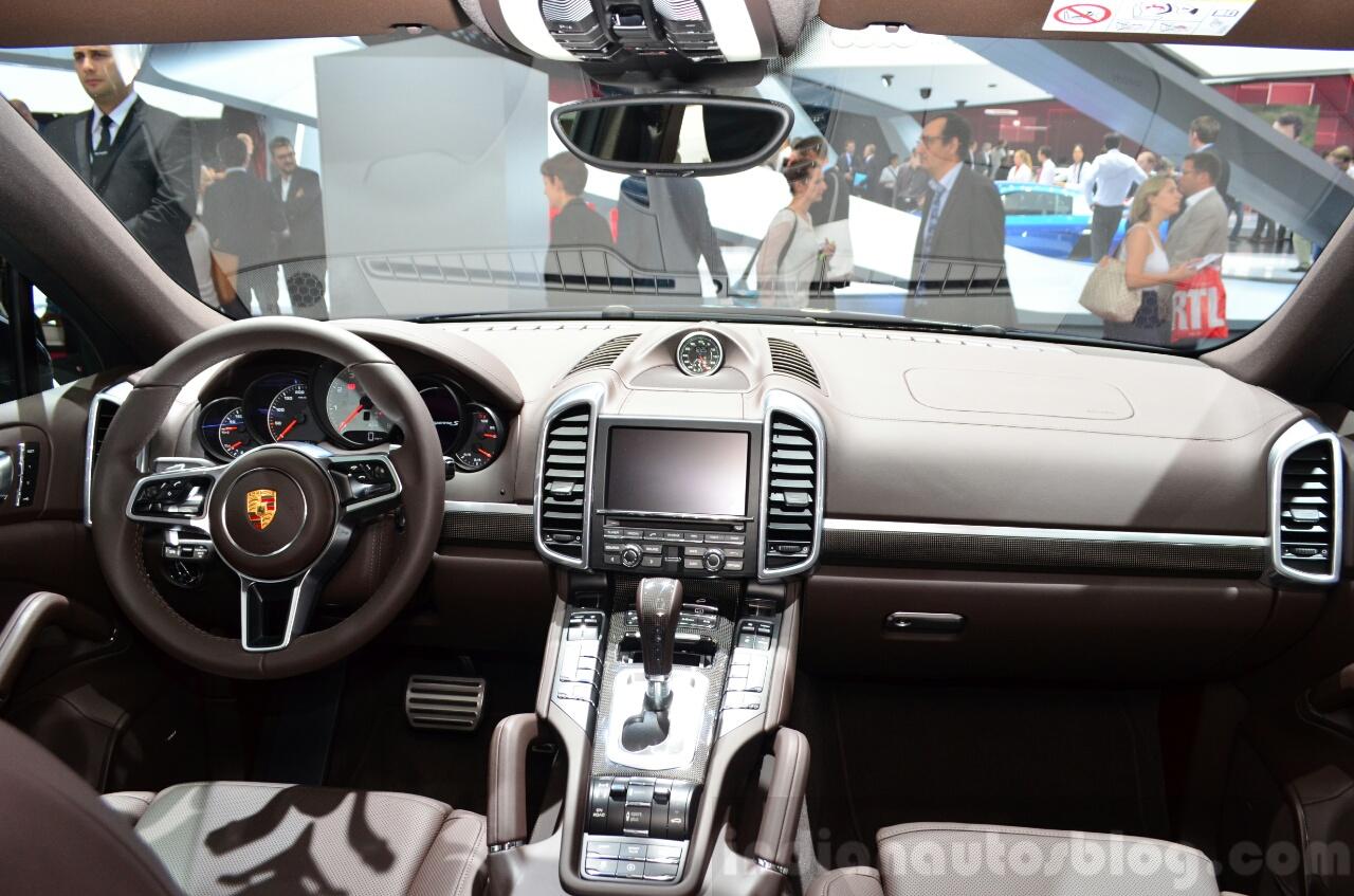 2015 Porsche Cayenne dashboard at the Paris Motor Show 2014