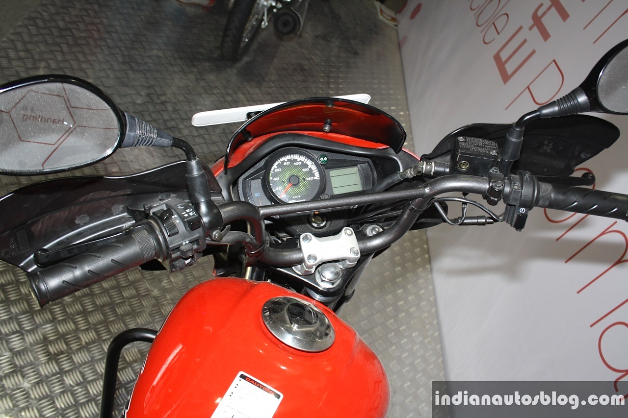 Hero Passion Pro TR cross bar for handle at the 2014 Nepal Auto Show